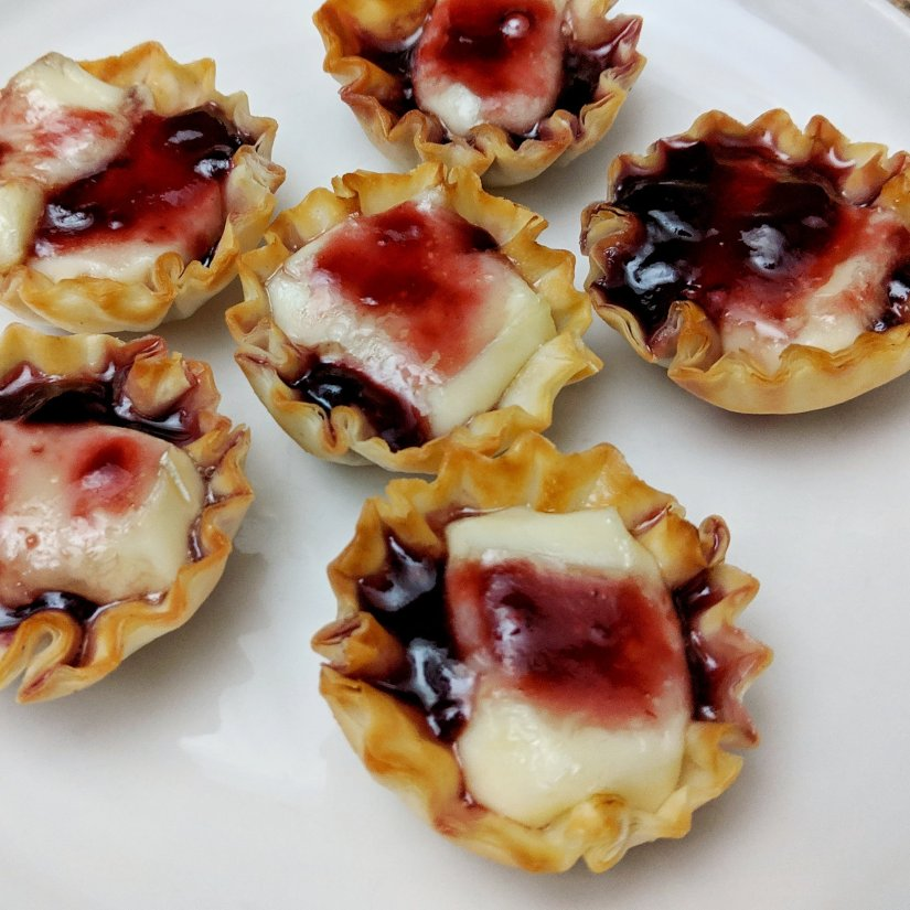 Baked Brie Bites with Raspberry Jam